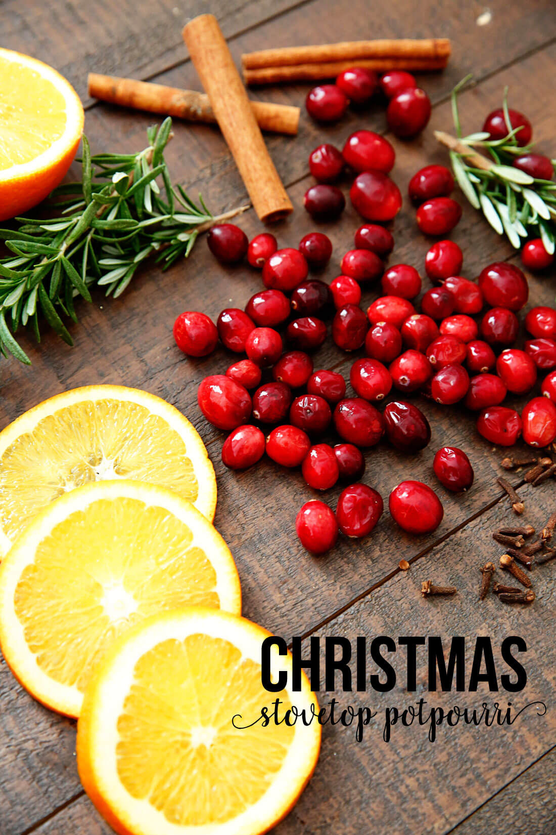 Stovetop Christmas Potpourri - make this and your house will smell AMAZING! It's like Christmas in a pot. Mmmmmmmm. www.thirtyhandmadedays.com