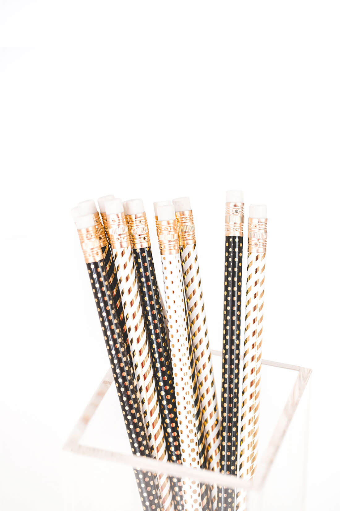 New Years Resolutions for YOU for 2018 - use these to write down your goals for the new year. With cute pencils via www.thirtyhandmadedays.com