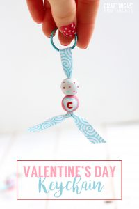 When I was younger, I always loved it when we would do little crafts. Now, I'm always on the lookout for simple but cute crafts to do via www.thirtyhandmadedays.com