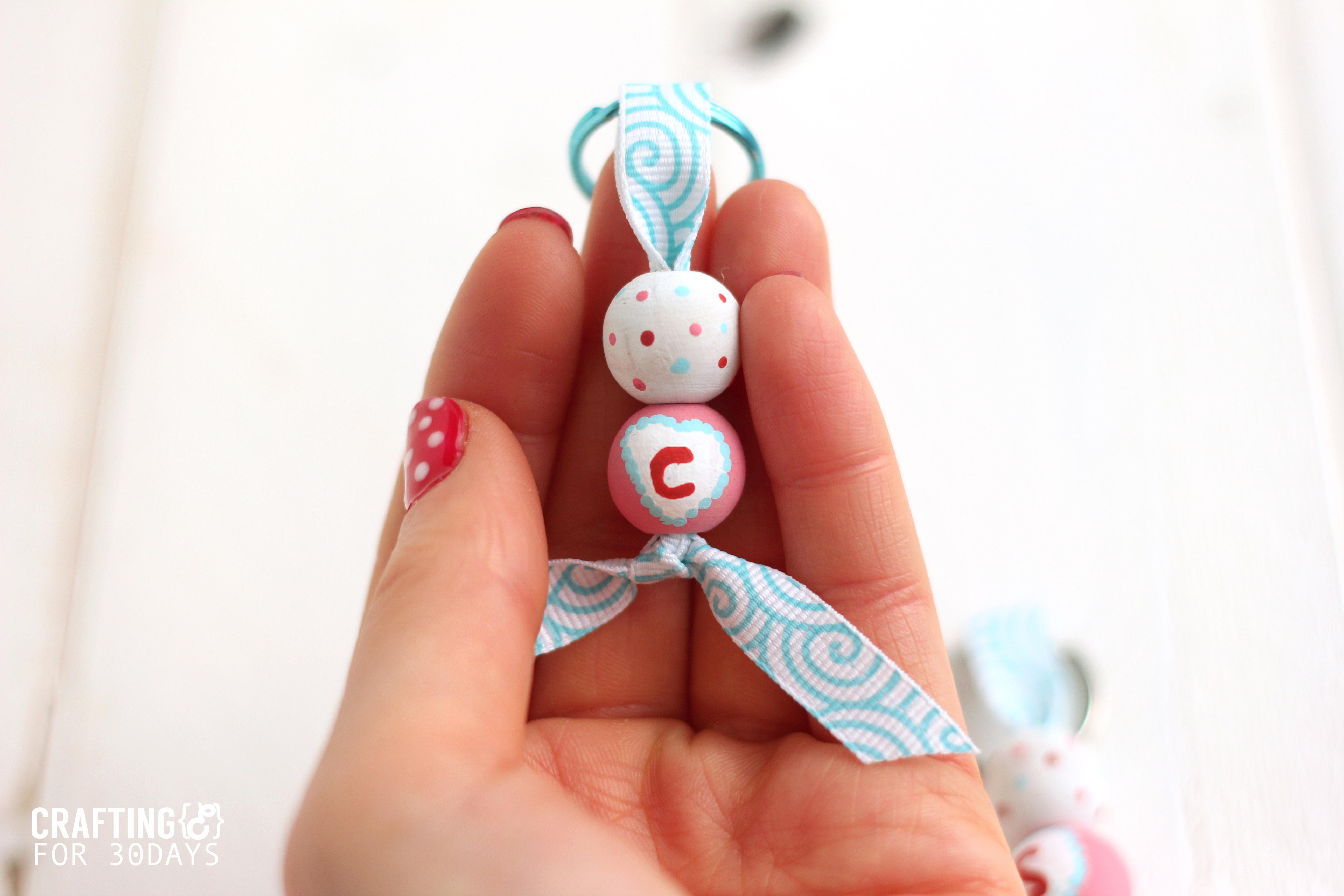 Valentine's Day Key Chains - DIY key chains for someone you love! via www.thirtyhandmadedays.com