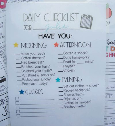Kids daily checklist - editable printable from www.thirtyhandmadedays.com