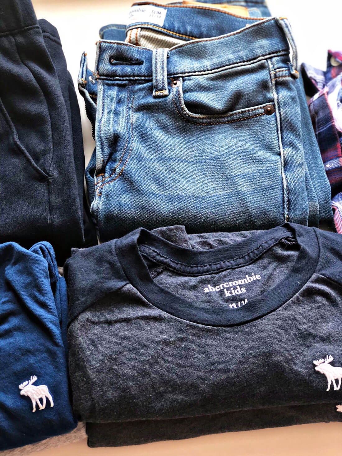 How to make a capsule wardrobe for kids - perfect for back to school! www.thirtyhandmadedays.com