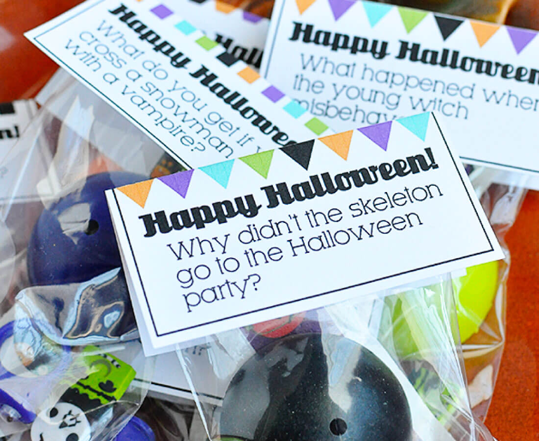 Halloween Printables: print out these joke bag toppers