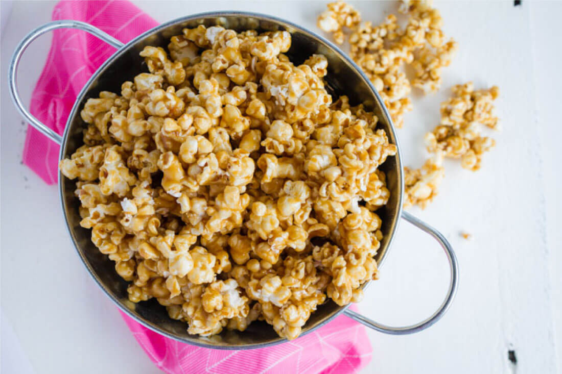 Microwave Caramel Corn - using ingredients you probably already have on hand, make this easy caramel corn. www.thirtyhandmadedays.com