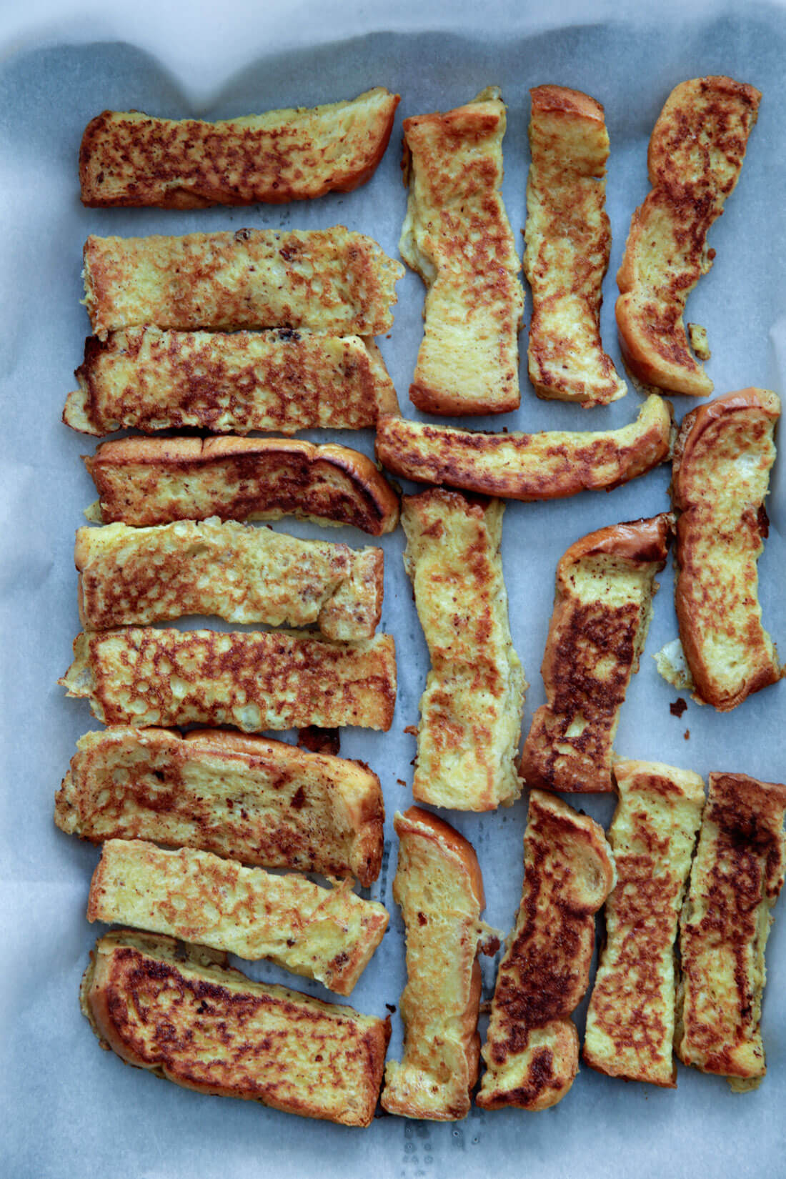 Freezer French Toast Sticks - they're easy to make ahead and eat throughout the week!
