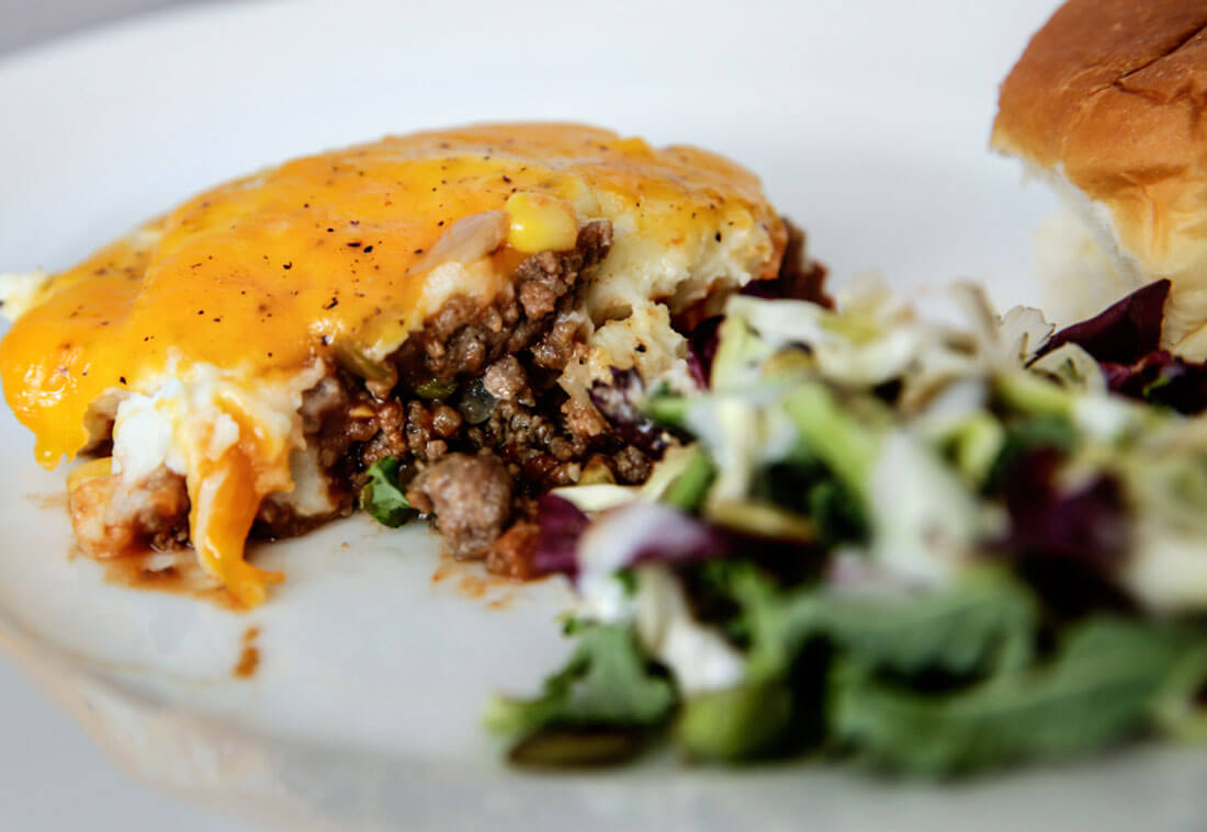 Shepards Pie - easy to make family dinner to serve with rolls and salad. www.thirtyhandmadedays.com